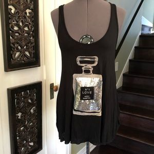 Black and silver tank love perfume graphic size S